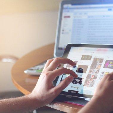 Starea magazinelor online românești: digitalizare și facilități