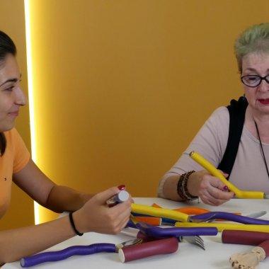 Românii care fac tacâmuri pentru bolnavi de artrită caută finanțare