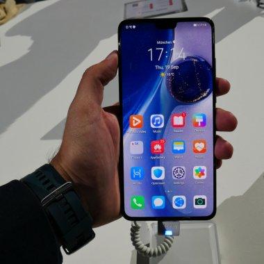 Probleme pentru Huawei: Mate 30 rămâne fără aplicații Google