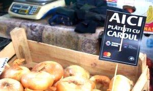 Plătește-ți zarzavatul de la piață cu cardul: POS-uri și la București