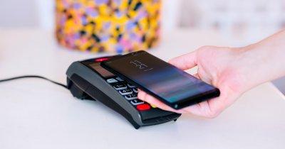 Românii mută cardurile de credit pe telefonul mobil și Apple Pay