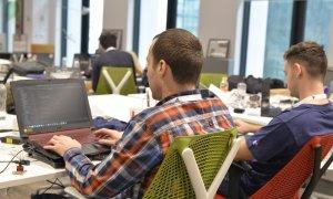 Alice in Cyberland - 200 de programatori și specialiști la DevHacks