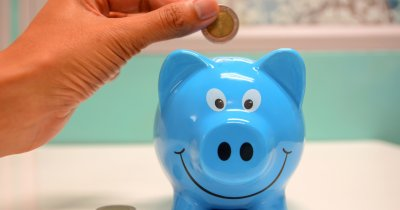 Studiu: Copiii economisesc bani și vor educație financiară la școală