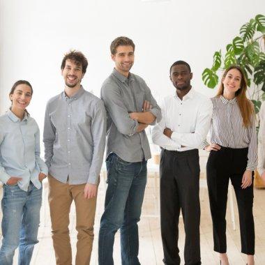 Trenduri: un sfert dintre antreprenorii români vor să angajeze străini în 2020