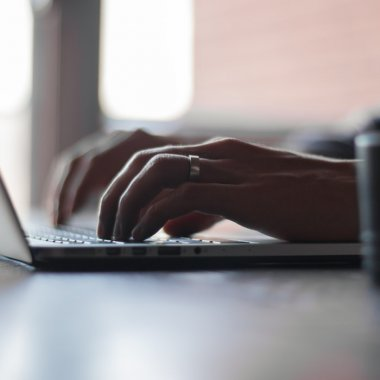 2.000 de români își caută săptămânal avocatul în online: vor consultanță video