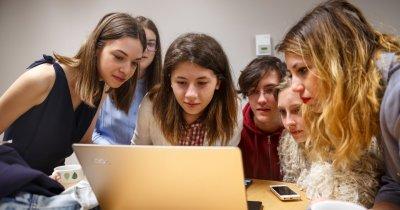 Un ONG din România le învață pe eleve abilități pentru lucrul de acasă