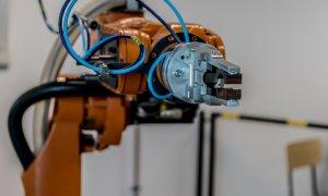 Platforma online unde elevii pot învăța informatică și robotică