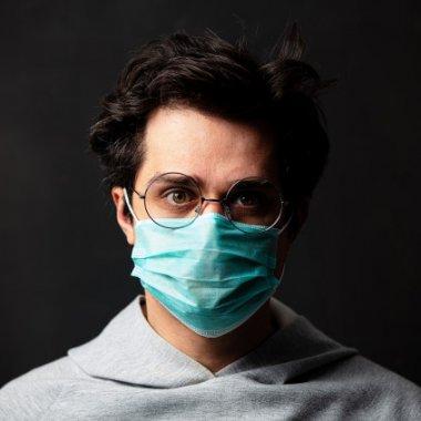 Coronavirus | Cum testezi ochelarii direct pe internet dacă ai nevoie de ei