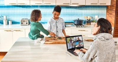 Raport Microsoft: Cum și cât muncim de acasă în această perioadă