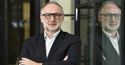 Compania românească DocProcess deschide birou la Paris. Digitalizează companiile