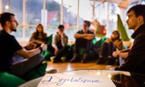 Digital Nation: cursuri gratuite pentru ca profii să învețe să predea online