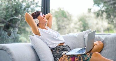 Economie de pandemie: laptopuri bune pentru work from home în 2020