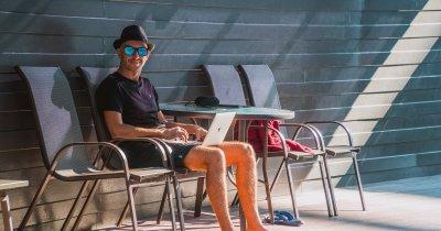 Startupul românesc care învață companiile să-și lase angajații să lucreze remote
