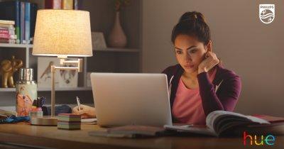 Cum te pot ajuta becurile inteligente să fii mai productiv când lucrezi de acasă