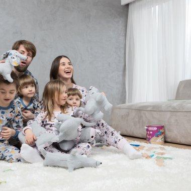 Mergem Mai Departe   Sofiaman, pandemie fără jale la vândut de pijamale