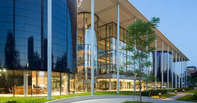 eMAG își trimite 50 de manageri să studieze la Yale School of Management