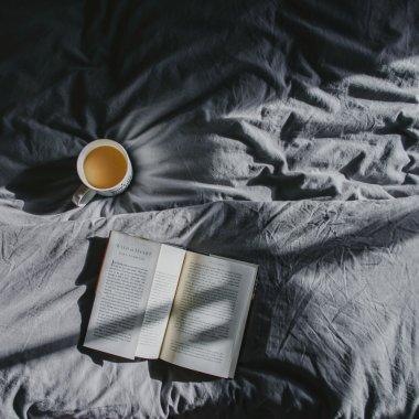 Cărți care te ajută să fii mai bun: lectura concediului de vară din 2020