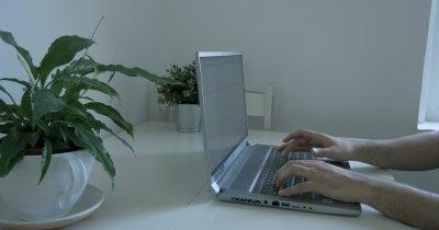 REVIEW MSI Creator 17 - laptopul cu un ecran nemaiîntâlnit