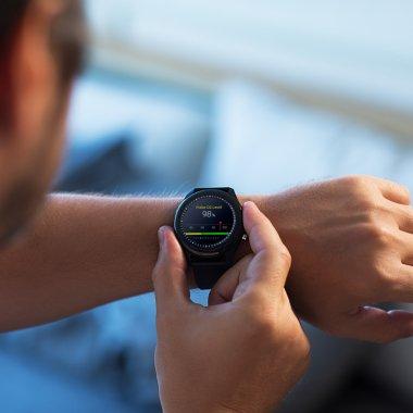 Ceasul inteligent ASUS VivoWatch SP ajunge în România
