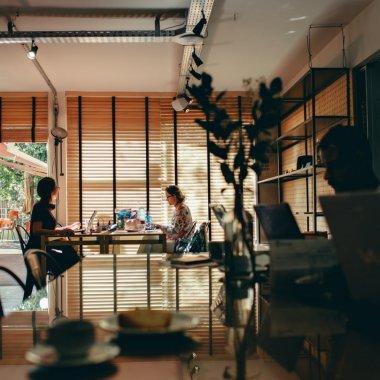 Fondatorii 7card lansează Pluria, un Airbnb pentru birouri flexibile