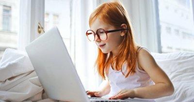 Redeschiderea școlilor crește vânzările de laptopuri și camere web cu 50%