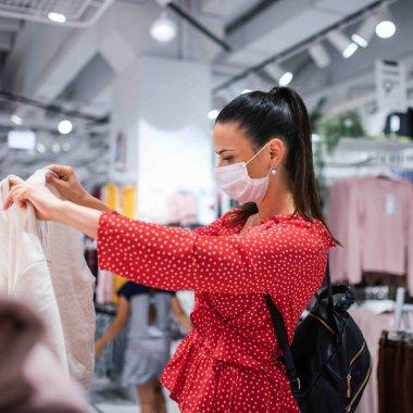61% din români investesc bugete mai mari în cumpărături online