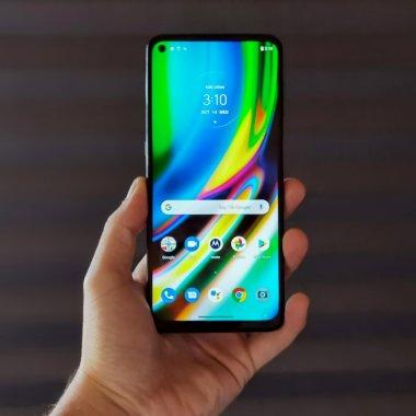 Review Motorola G9 Plus: Probabil cel mai bun telefon cu preț sub 1.000 lei