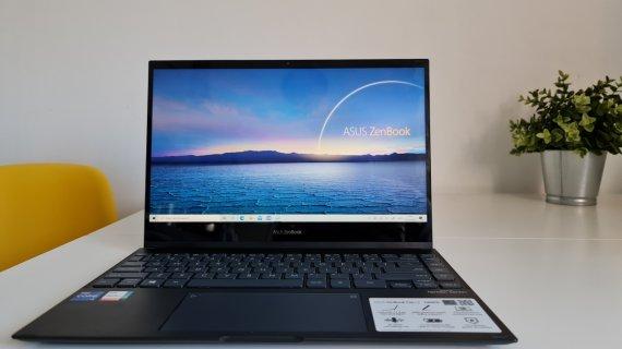 Review Asus ZenBook Flip 13 - Ce poate face noul procesor Intel