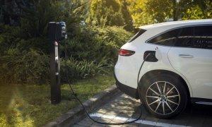 Viitorul mobilității: cumperi auto electric Mercedes și ai stație de încărcare