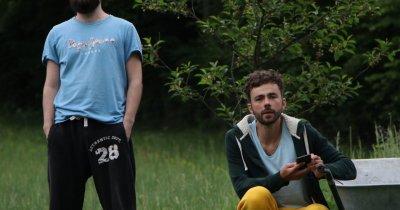 Antreprenori sociali: fac și vând brățări românești, iar acestea devin copaci