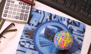 Creștere cu 8% a numărului de români care cumpără online în România