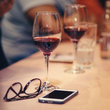 5 motive pentru care merită să-ți faci un abonament de vin