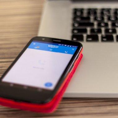 eMAG Black Friday: telefoane ieftine&bune ca să vorbești cu familia de sărbători