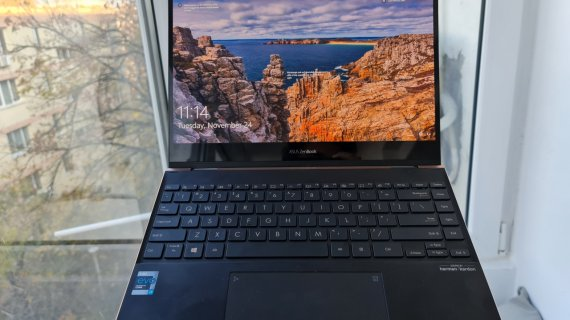 REVIEW ASUS ZenBook Flip S - OLED-ul face banii?
