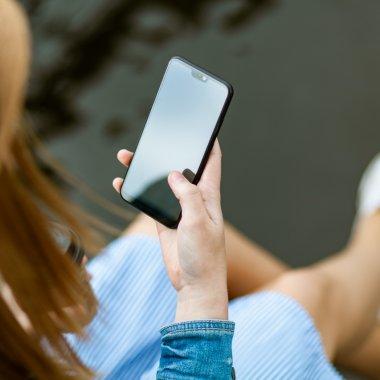 65% dintre români preferă să interacționeze cu primăriile folosind smartphone-ul