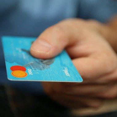 Altex, parteneriat cu Oney: plata în 3 sau 4 rate cu orice card de debit