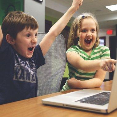 Parteneriat ANIS-Narada: 1127 elevi, conectați la internet
