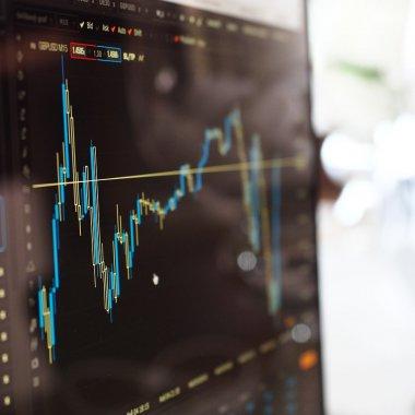 Tendințe la bursă și pe piața criptomonedelor: Gamingul câștigă, Bitcoin pierde