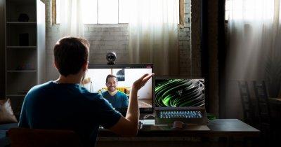Razer se adaptează: lansează un webcam pentru call-uri video și streaming