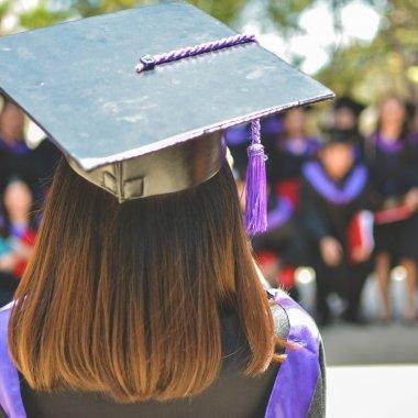 Despre educație în forma actuală: cum a apărut, cum se perpetuează & cui mai servește?