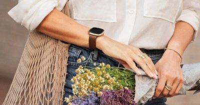 Cadouri de 8 martie: 4 gadgeturi Fitbit care fac primăvara mai plăcută