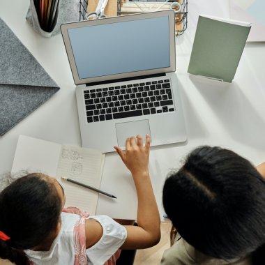 Kids in Tech, platforma pe care elevii învață gratuit limbaje de programare