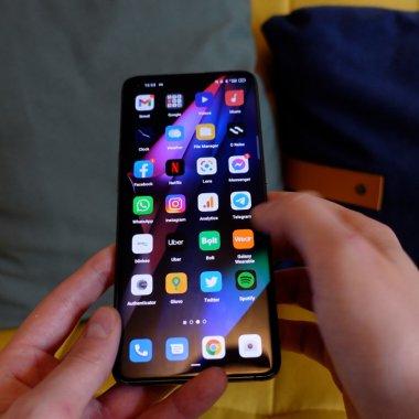 REVIEW Oppo Find X3 Pro - telefonul de top cu o cameră microscop. De ce?