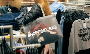 "Românii, campioni la ""revenge shopping"" și produse în wishlist-uri"