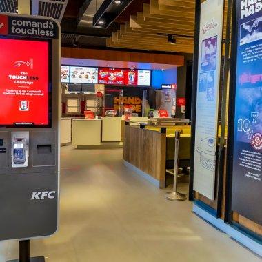Sistemul de kiosk touchless al KFC, disponibil în mai multe locații din Capitală