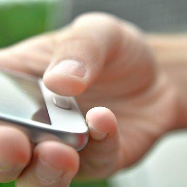 Studiu Mastercard: Cum preferă românii să autorizeze plățile online