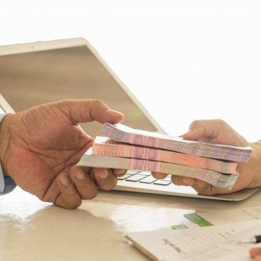 First Bank lansează SME Creditum, simplificând procesul de creditare pentru IMM-uri
