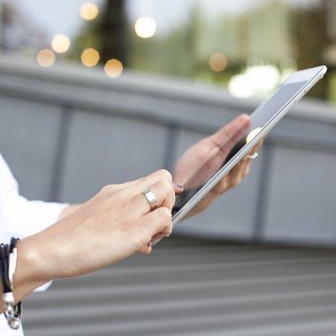 Avantajele noilor reguli UE pentru comerțul online pentru antreprenorii români