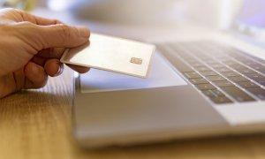 SAS: Românii au învățat să cumpere online și nu mai vor să o facă altfel
