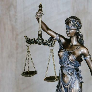 Cum poțiinova în sistemul legal/juridic